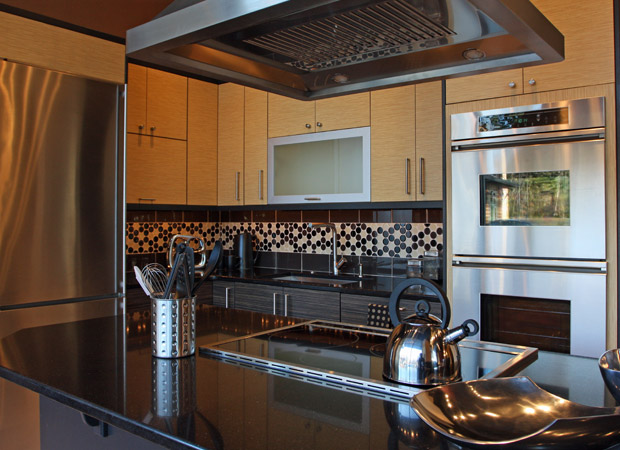 Decorative backsplash standing out in a beautiful Atlantic Beach, FL kitchen