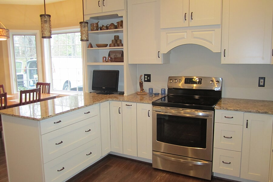 White kitchen cabinets in Mechanicsville, MD from Southern Maryland Kitchen, Bath, Floors & Design