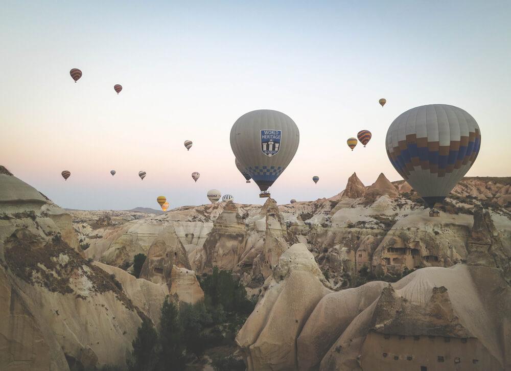-absolutely_free_photos-original_photos-hot-air-balloons-at-valley-4000x2903_30718