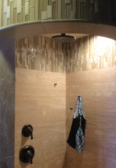 Natural stone shower ideas in Roscoe, MT by Covering Broadway
