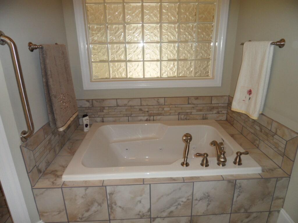 Custom bathroom in Decatur AL from Alabama Custom Flooring & Design