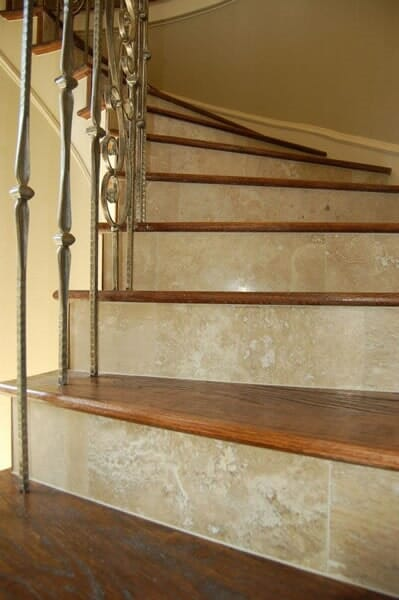 Wood staircase in North Ridgeland Hills TX by Masters Flooring