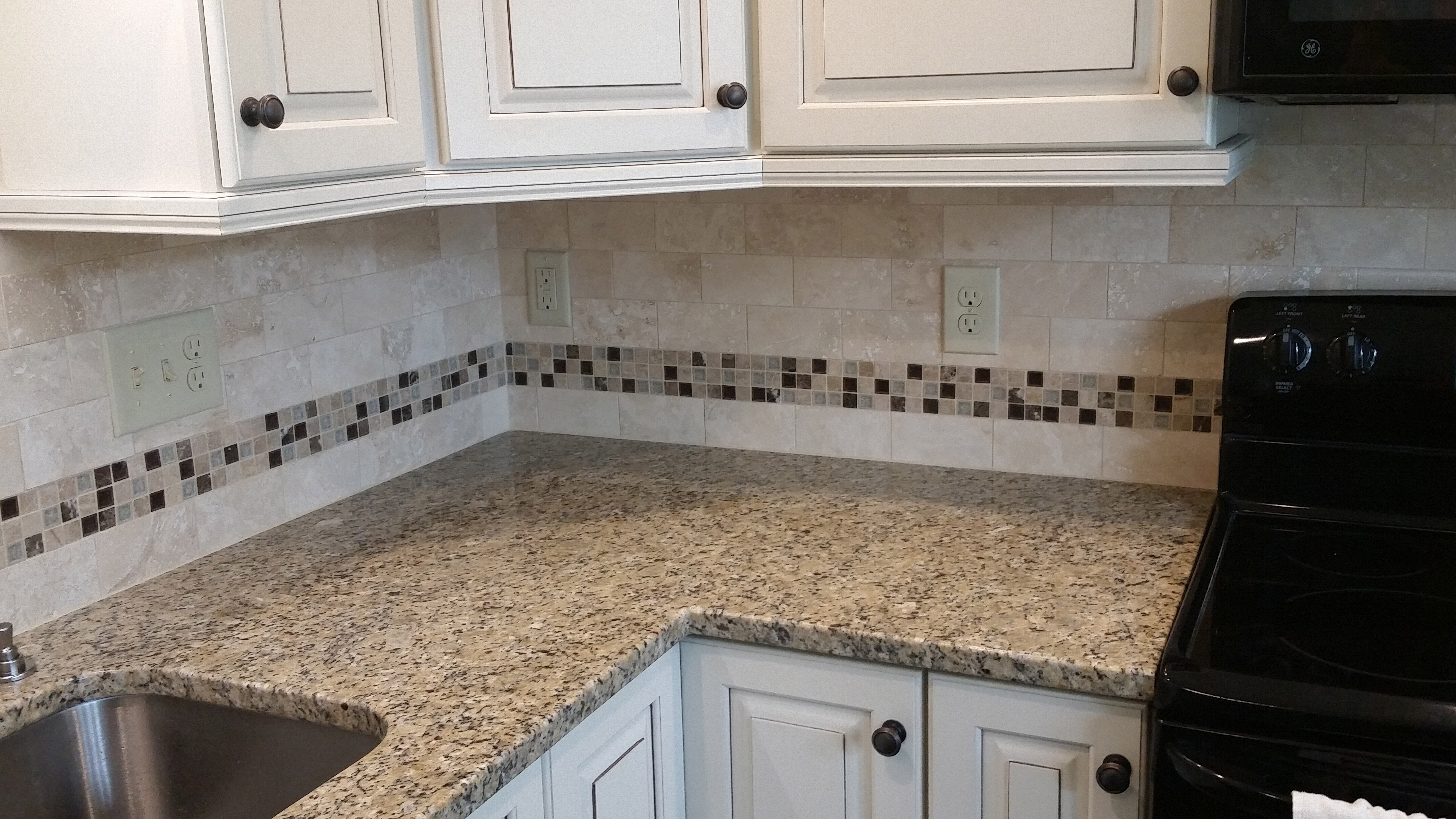 ATS-Light-Honed-Filled-Travertine-3-x-6-Subway-with-insert-mosaic-GLZ-Tranquil-Series-in-Coffee-&-Cream