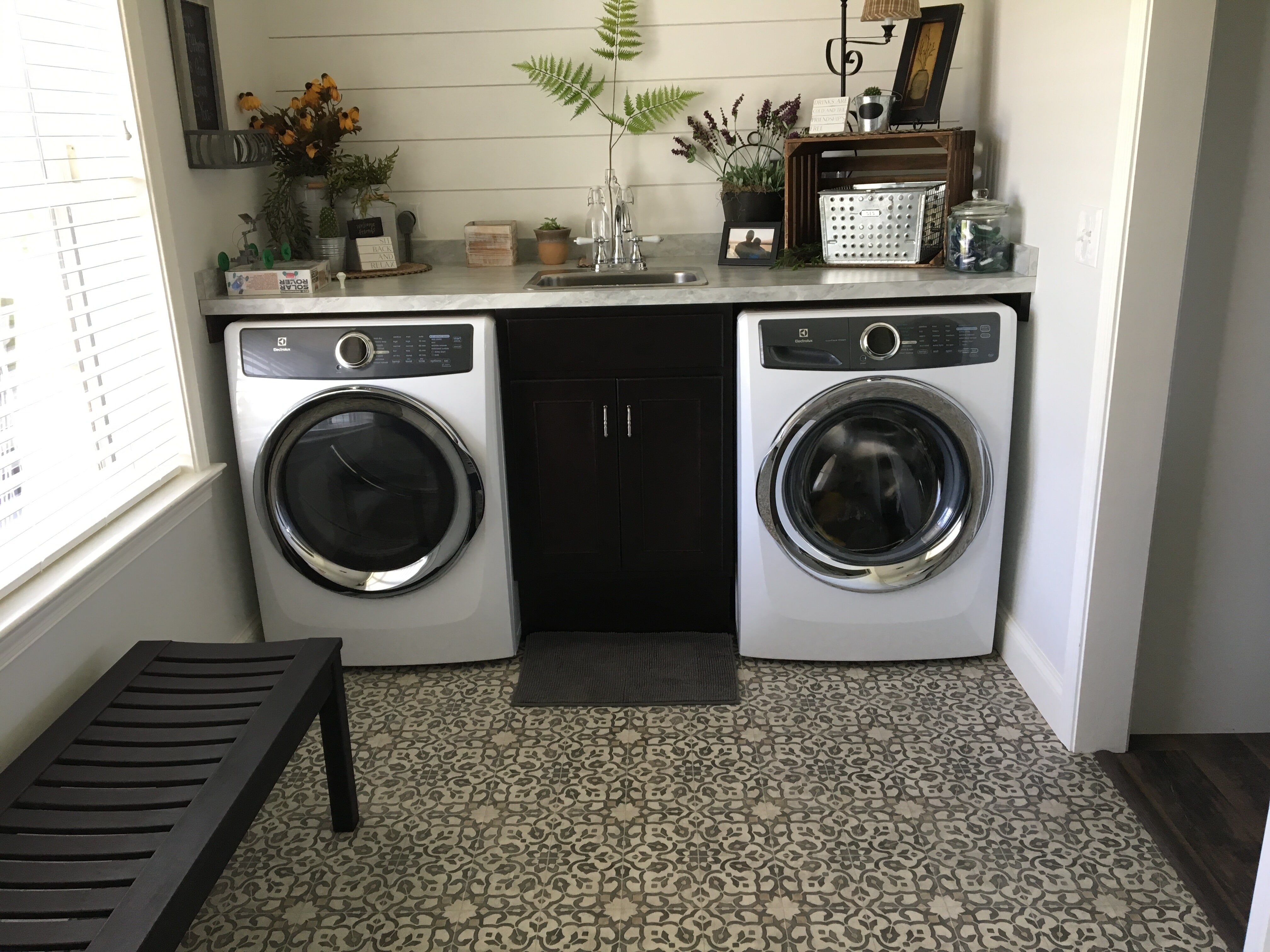 Laundry room:  Sheet Vinyl mannington Filigree color iron