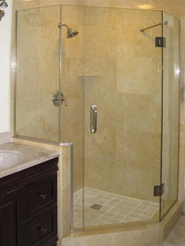 Notched-Shower-Door-with-Support-Bar