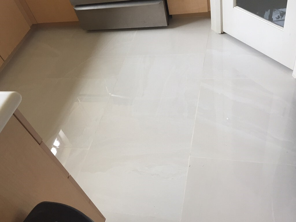 grand_boulevard_simple_white_kitchen