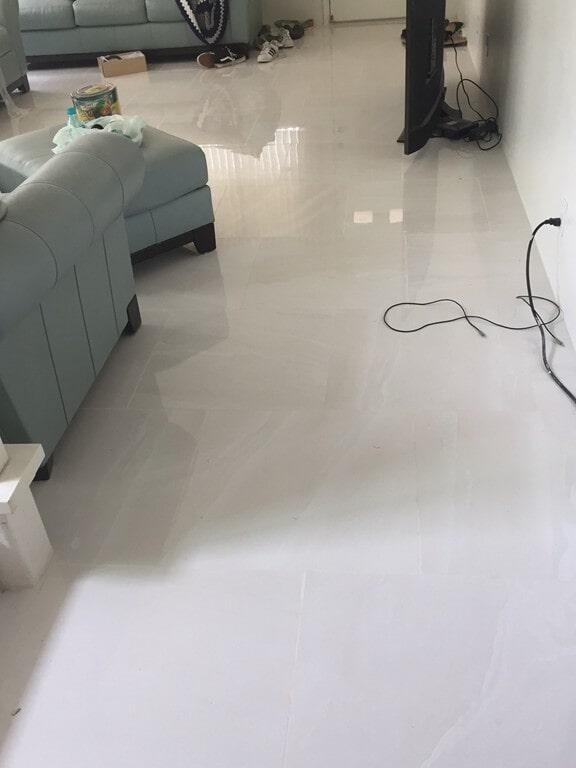 grand_boulevard_simple_white_living_room