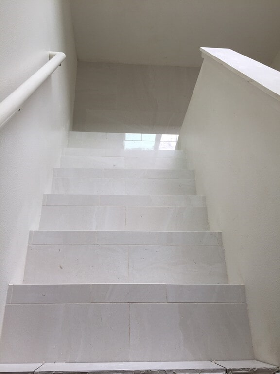 grand_boulevard_simple_white_steps_2