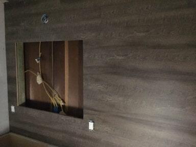 valore_pola_on_bathroom_wall_2