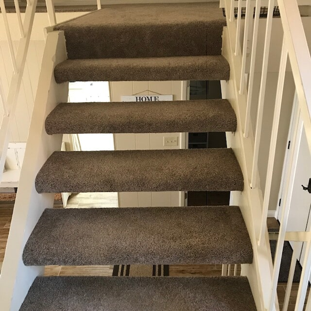 Stair carpet runners installation