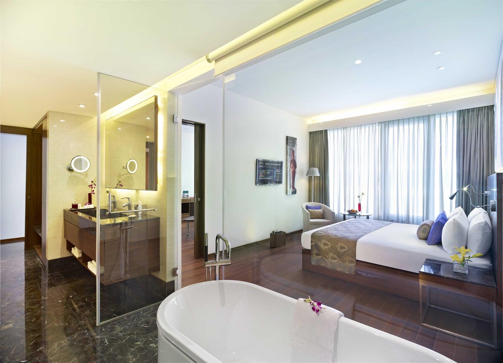 Executive-Suite-The-Gateway-Hotel-IT-Expressway-Chennai