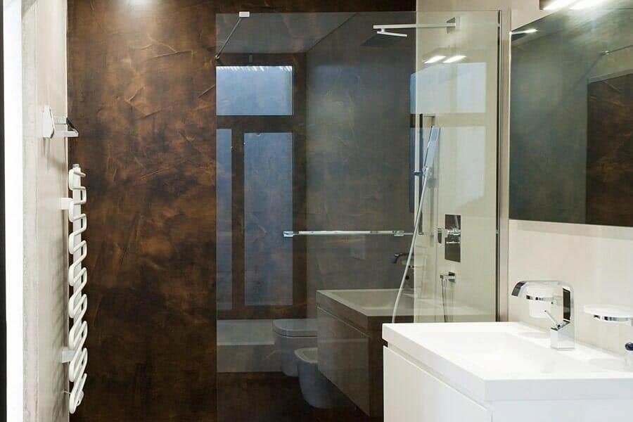 Sleek Shower Doors in your Larchmont, NY Bathroom