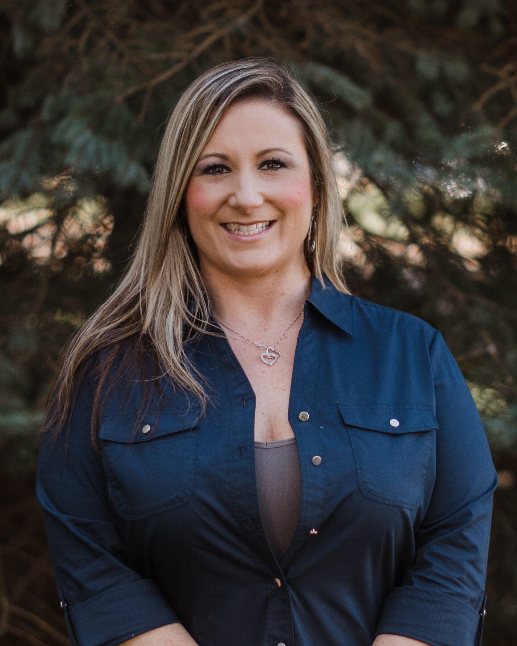 Residential Specialist in Glen Ellyn, IL - Hana Steinke - Desitter Flooring