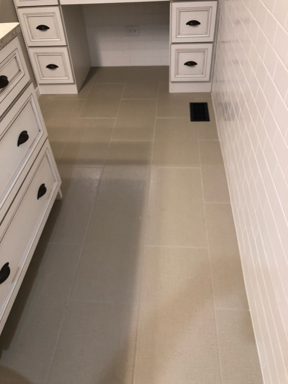 Clean tile flooring installation in Elwood, IL from Marchio Tile & Carpet Inc.