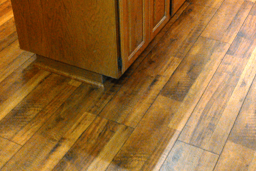 Kitchen with wood look laminate in Sedona, AZ from Prescott Flooring Brokers