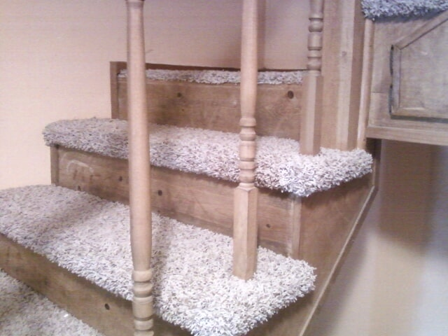 Carpet stairs with natural wood in Trenton, MI from Floorz by Bill