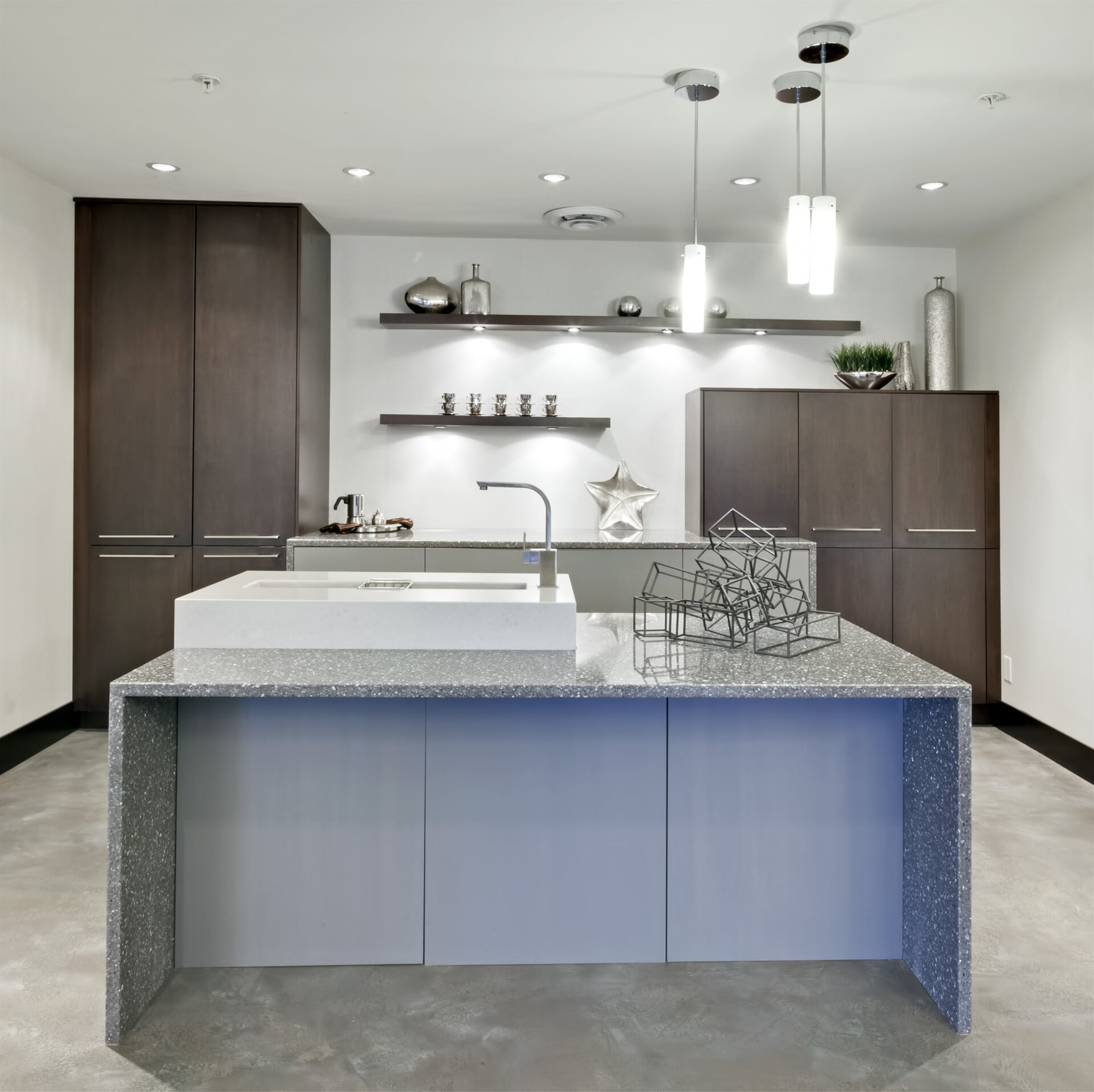Photo - Kitchen - Shaughnessy 90 Maple in Truffle and Opaque Graphite