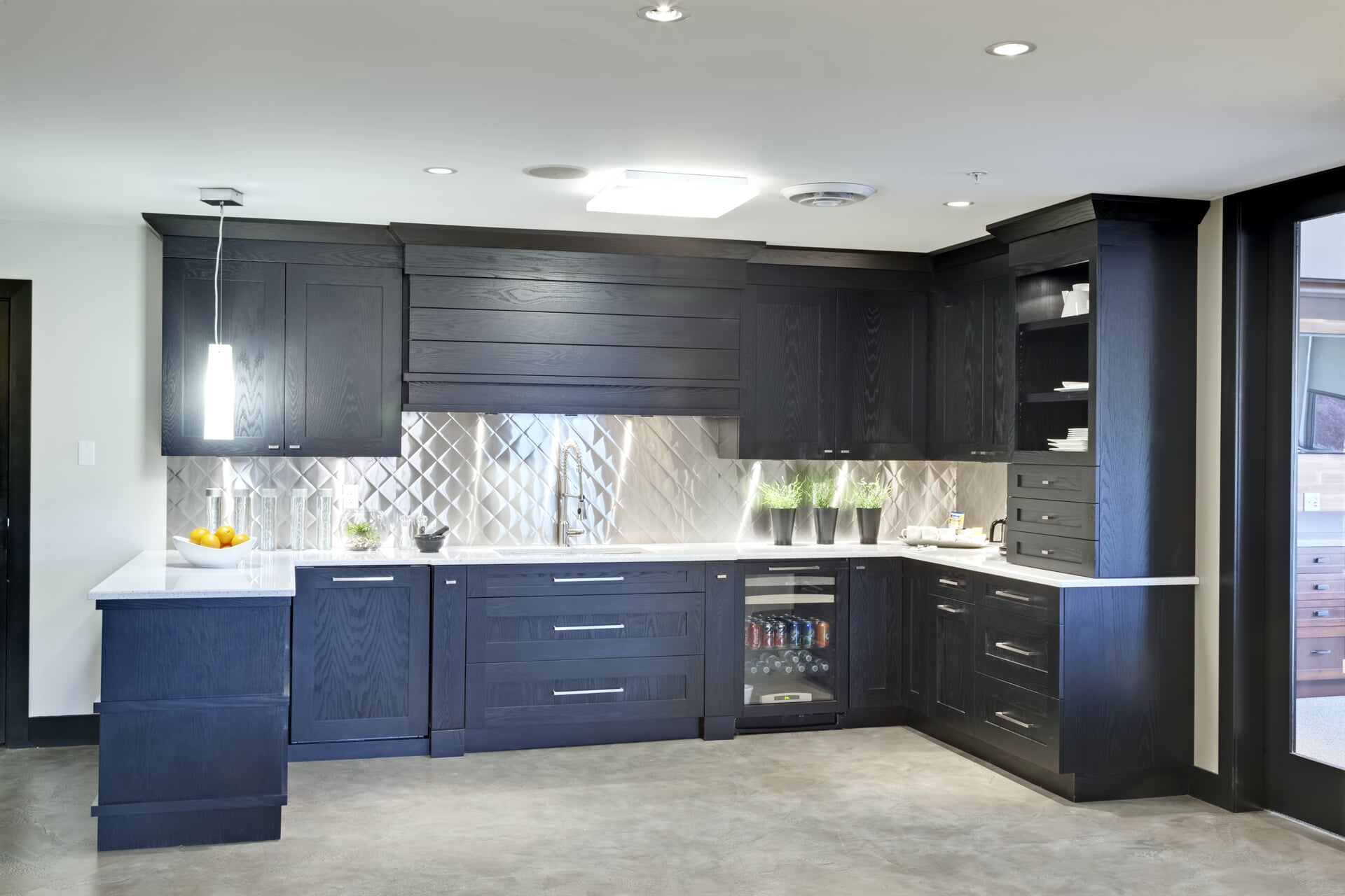 Photo - Kitchen - Whistler Flat Oak in Onyx