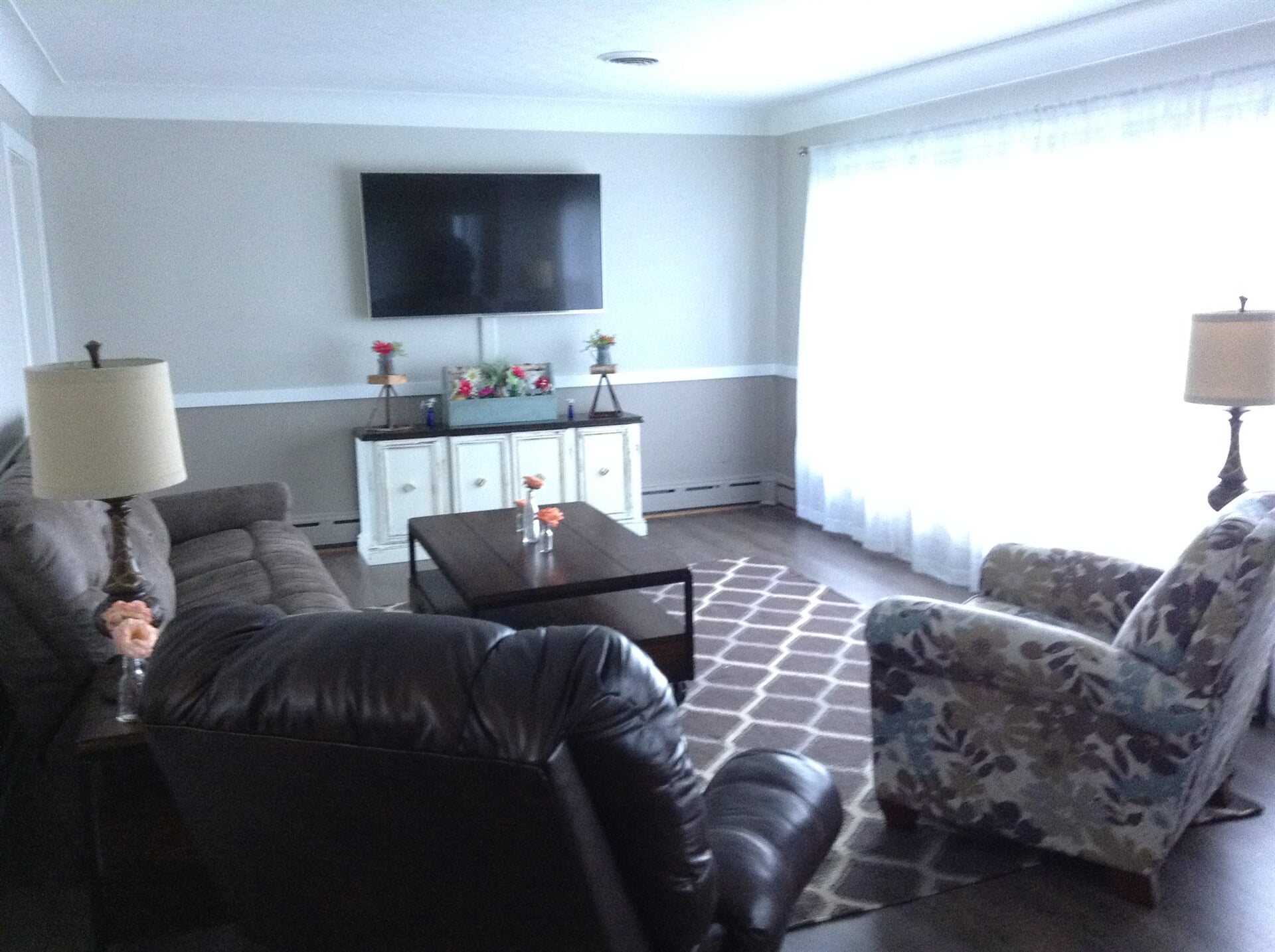 Living space with large area rug in Trenton, MI from Finishers Unlimited