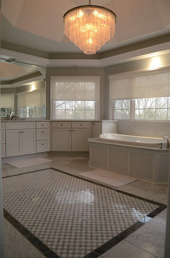 Tile flooring with central accent (2)