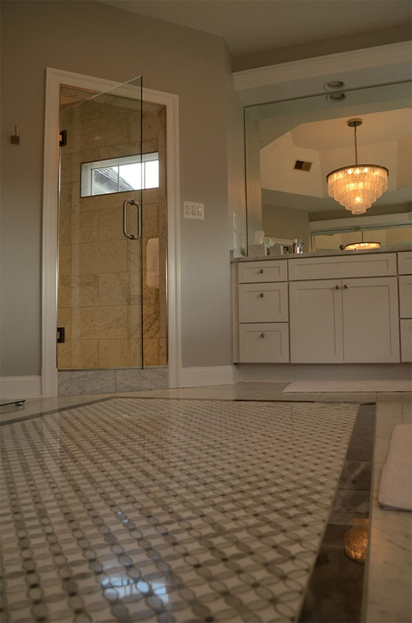 Tile flooring with central accent (3)