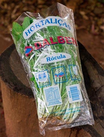 Embalagens personalizadas para verduras; cônicas e coloridas via Flexografia
