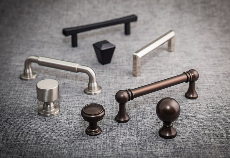 Knob and pull options in San Bernardino, CA from Simple Touch Interior Solutions
