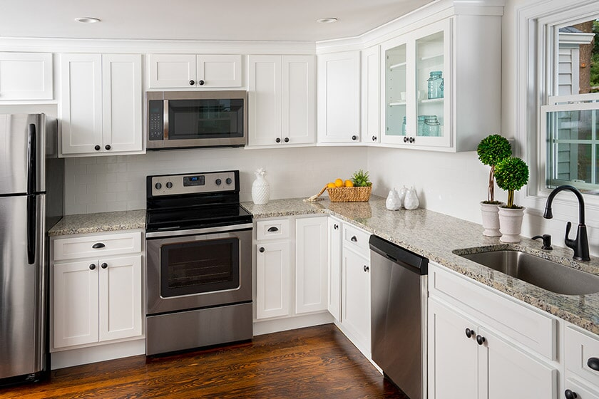 White Fabuwood Kitchen Cabinetry in Sugar Land, TX from Floor Inspirations