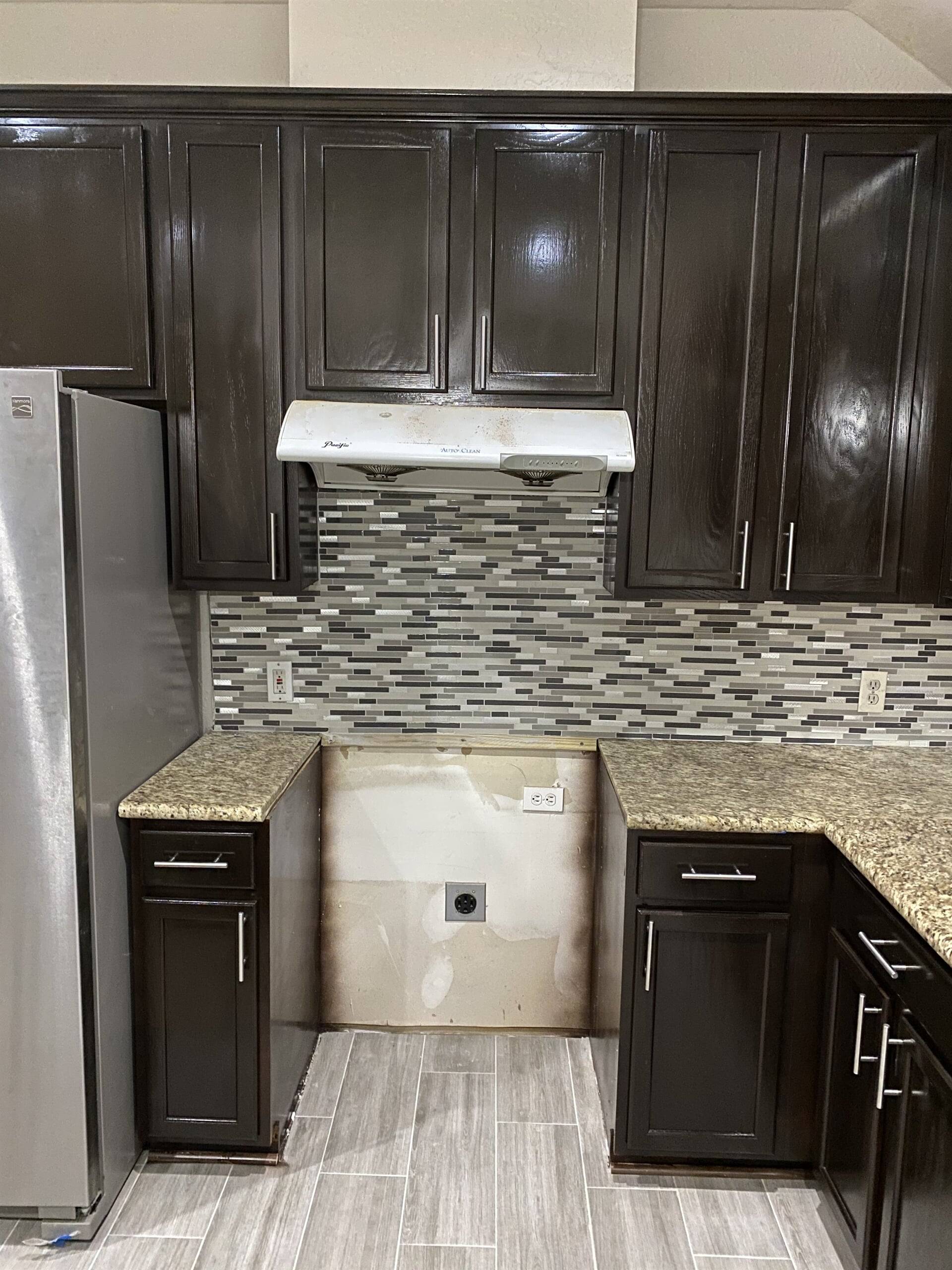 Kitchen cabinets from Houston Floor Installation Services in Spring, TX