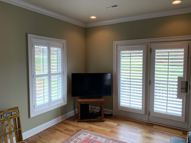 White window blinds in Front Royal, VA from Early's Flooring Specialists & More