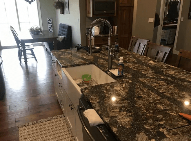 Countertops from LAACK FLOORING INNOVATIONS in Altamont, IL