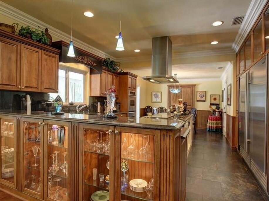 Custom open cabinetry in Tampa, FL from Floor Depot