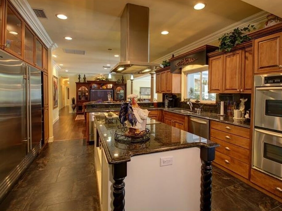 Gorgeous chef's kitchen in Tampa, FL from Floor Depot