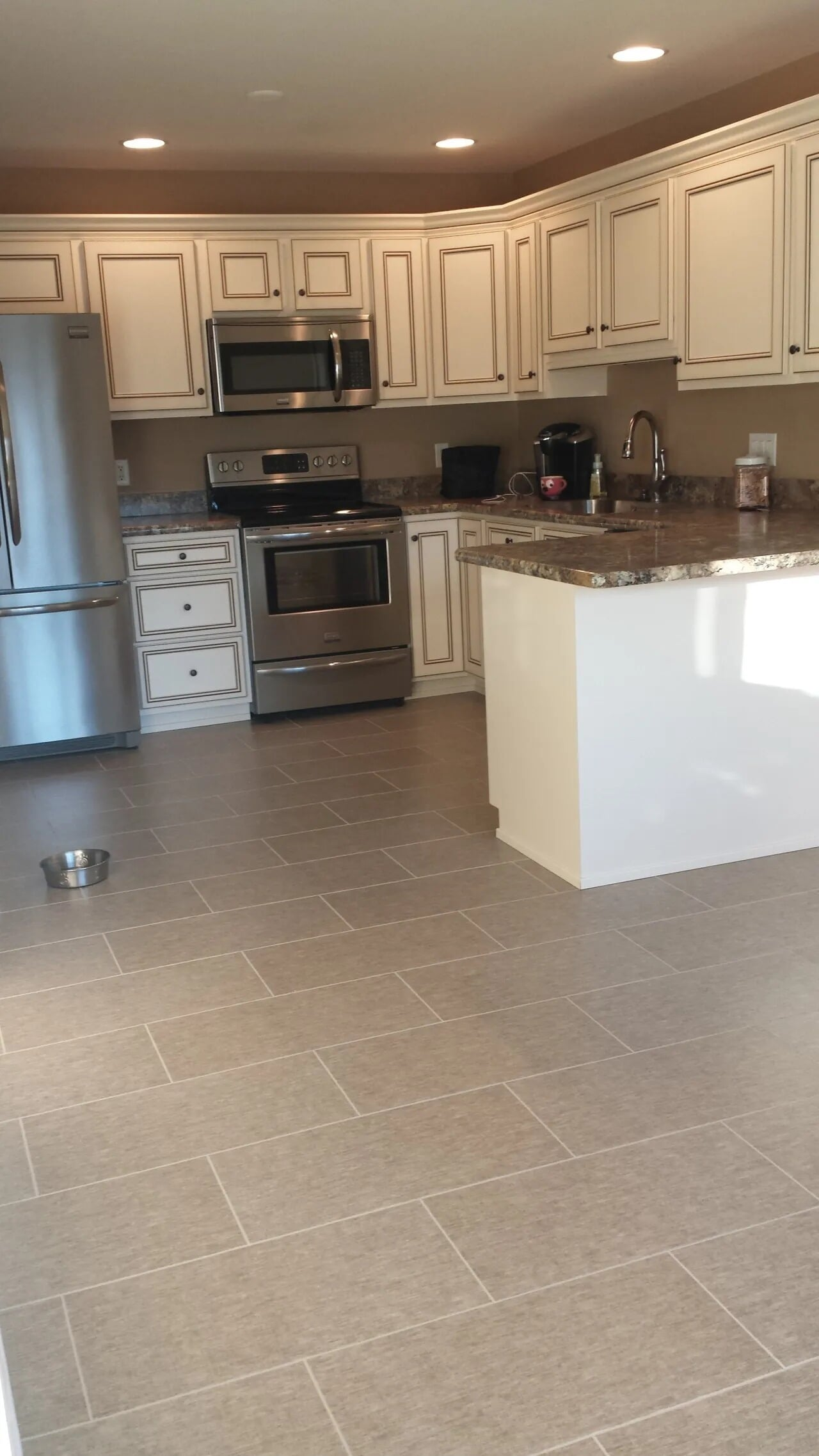 Kitchen tile flooring in Mount Wolf, PA from Chuck Kraft Carpets