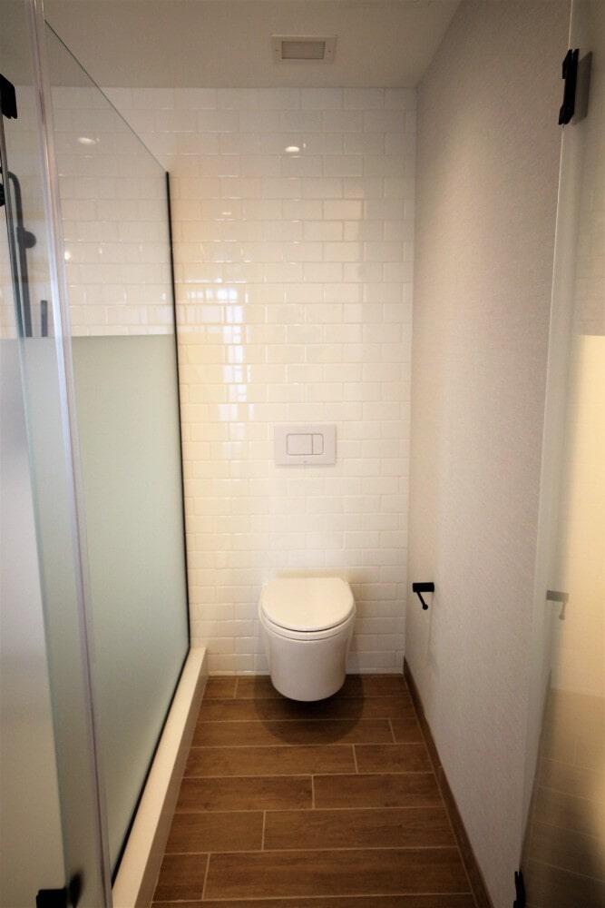 Hotel bathroom in Brockton, MA from Paramount Rug Company