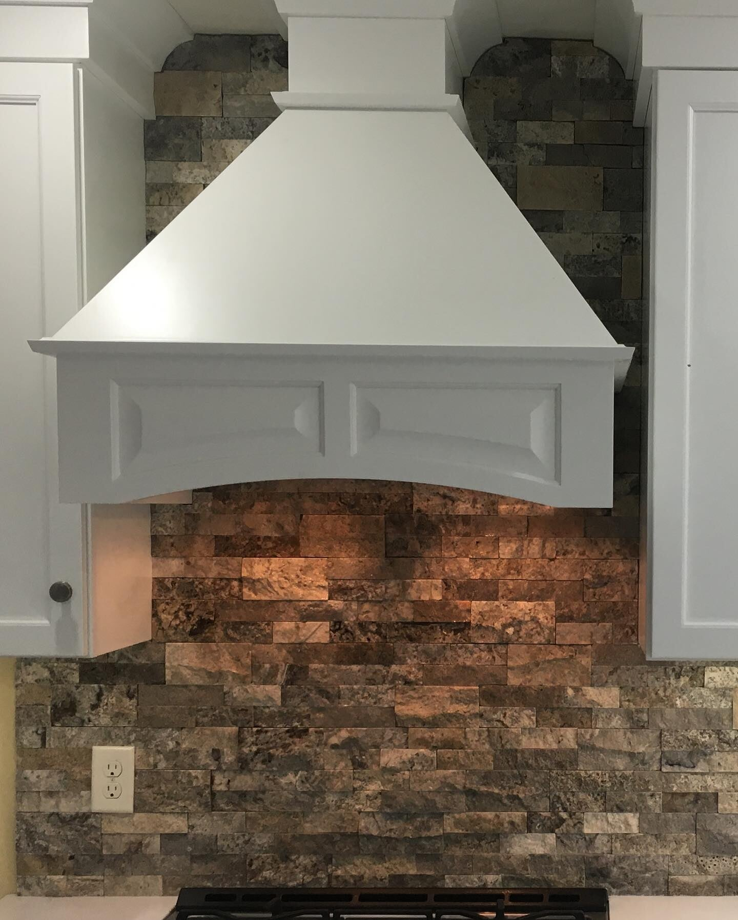 Natural stone backsplash in New Holland, PA from Freedom Flooring