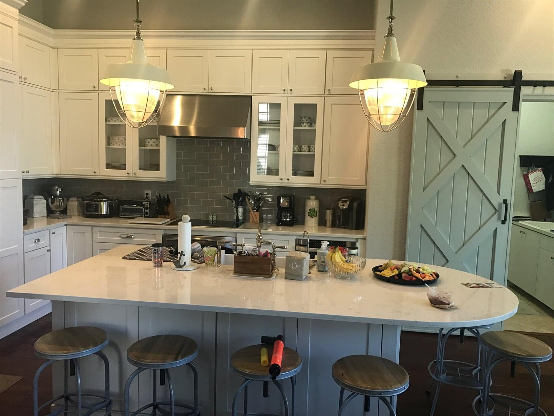 Modern kitchen design in Palm Beach Gardens, FL from Floors For You Kitchen & Bath