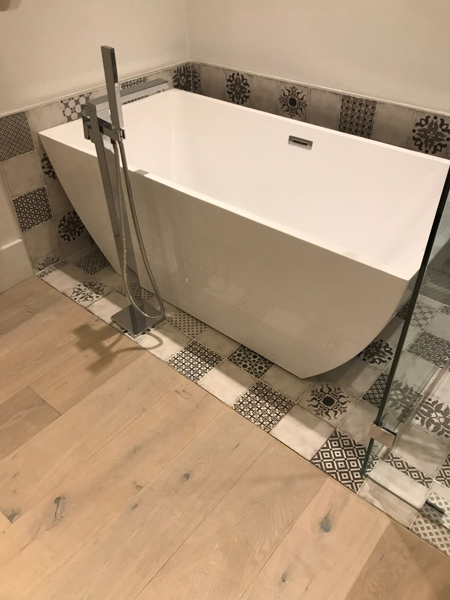 Patterned tile tub surround in Jupiter, FL from Floors For You Kitchen & Bath