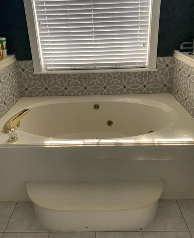 Custom tub surround in Conway, AR from Conway Flooring & Design