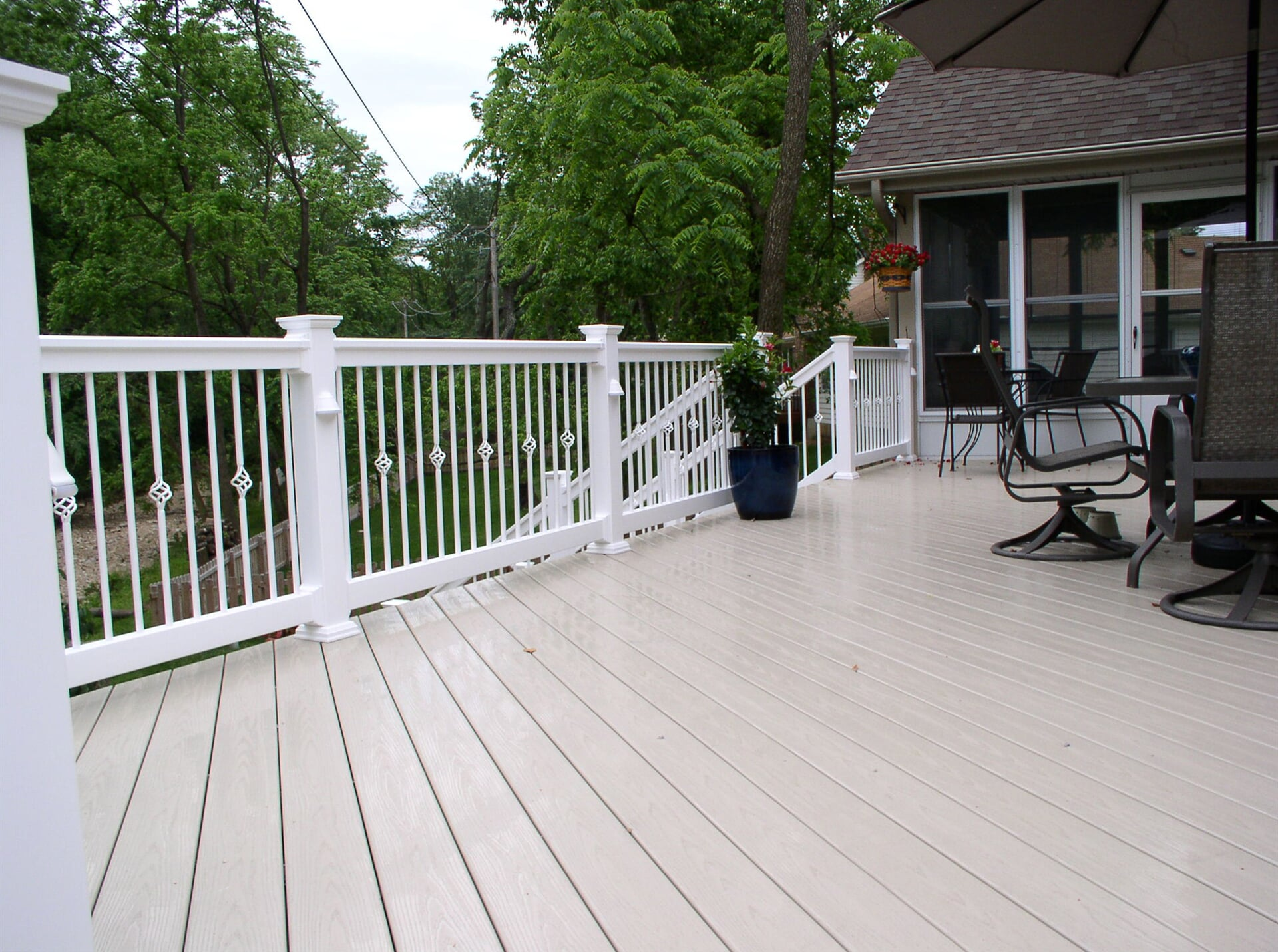 Veka-Deck-Almond-w-White-Rail