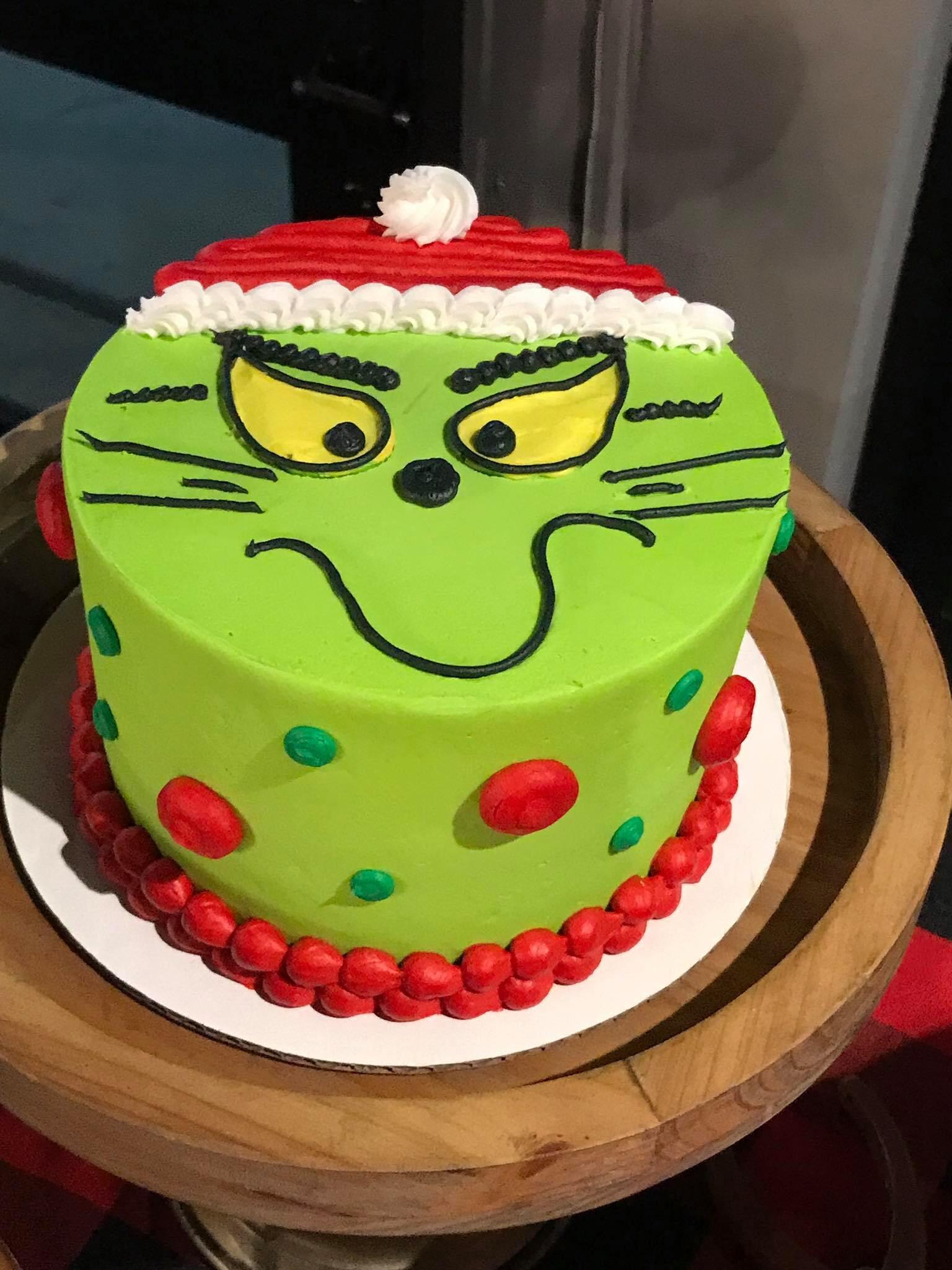 Grinch cake-min