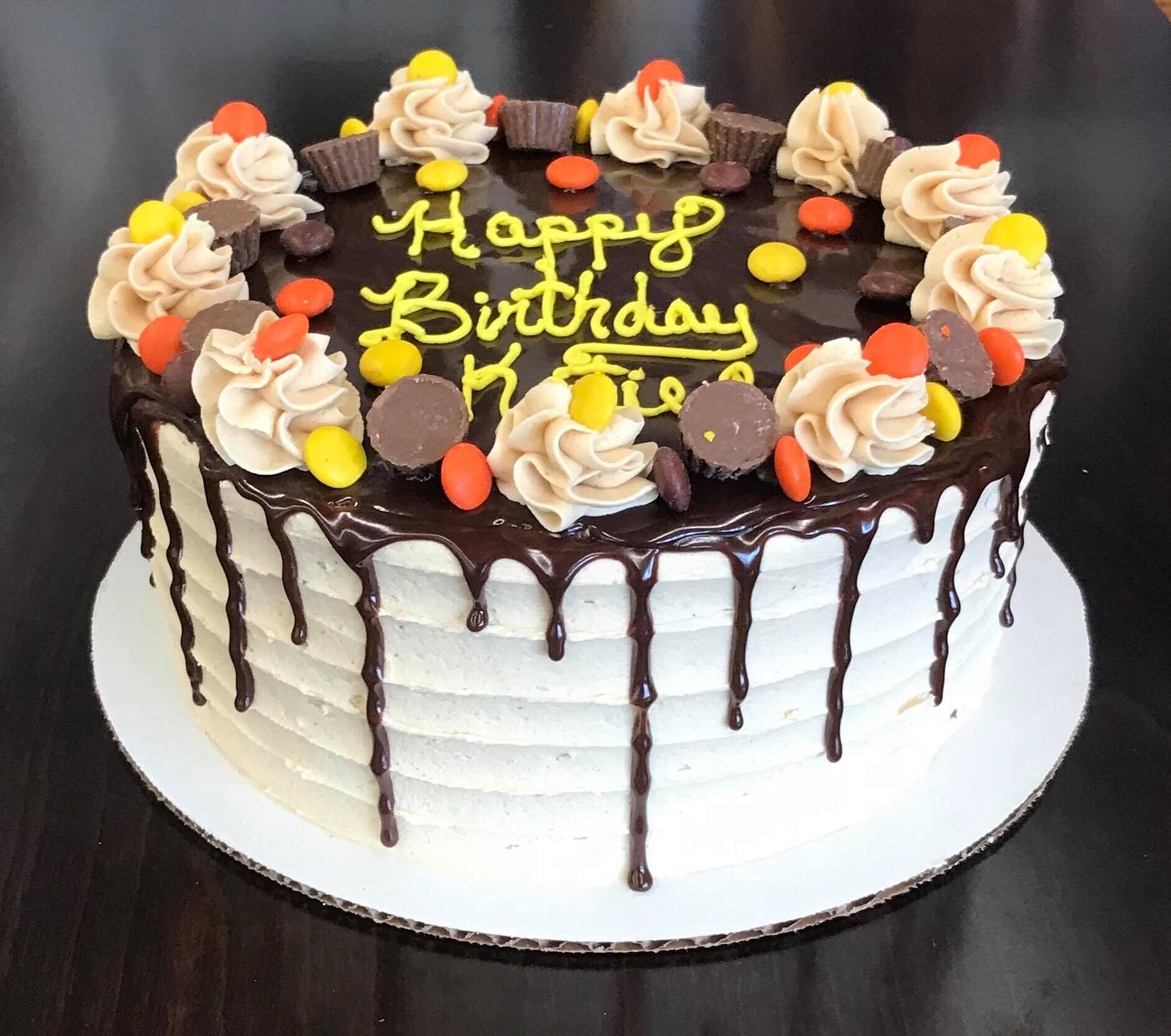 Reeces Round Birthday Cake-min