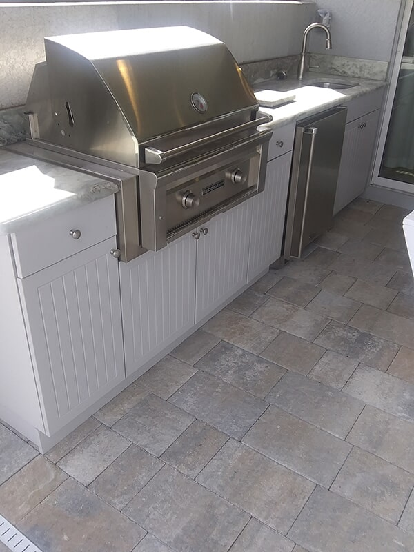 Outdoor kitchen space in Bradenton, FL from Manasota Flooring