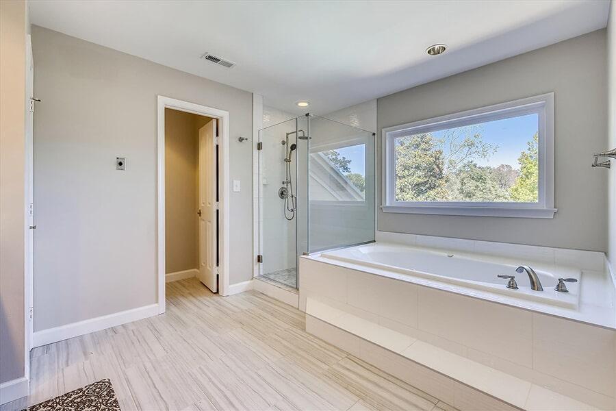 Bathroom remodel in Washington, DC from FLOORMAX