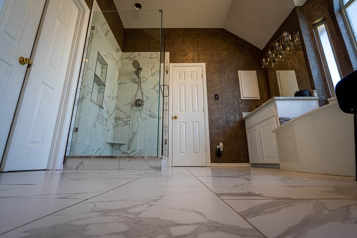 Marble tile flooring in Lewisville, TX from Floor & Wall Design