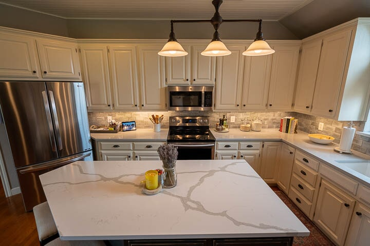 Contemporary kitchen design in Lewisville, TX from Floor & Wall Design