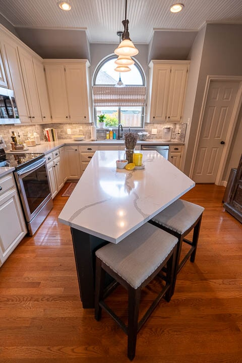 Custom kitchen island in Lewisville, TX from Floor & Wall Design