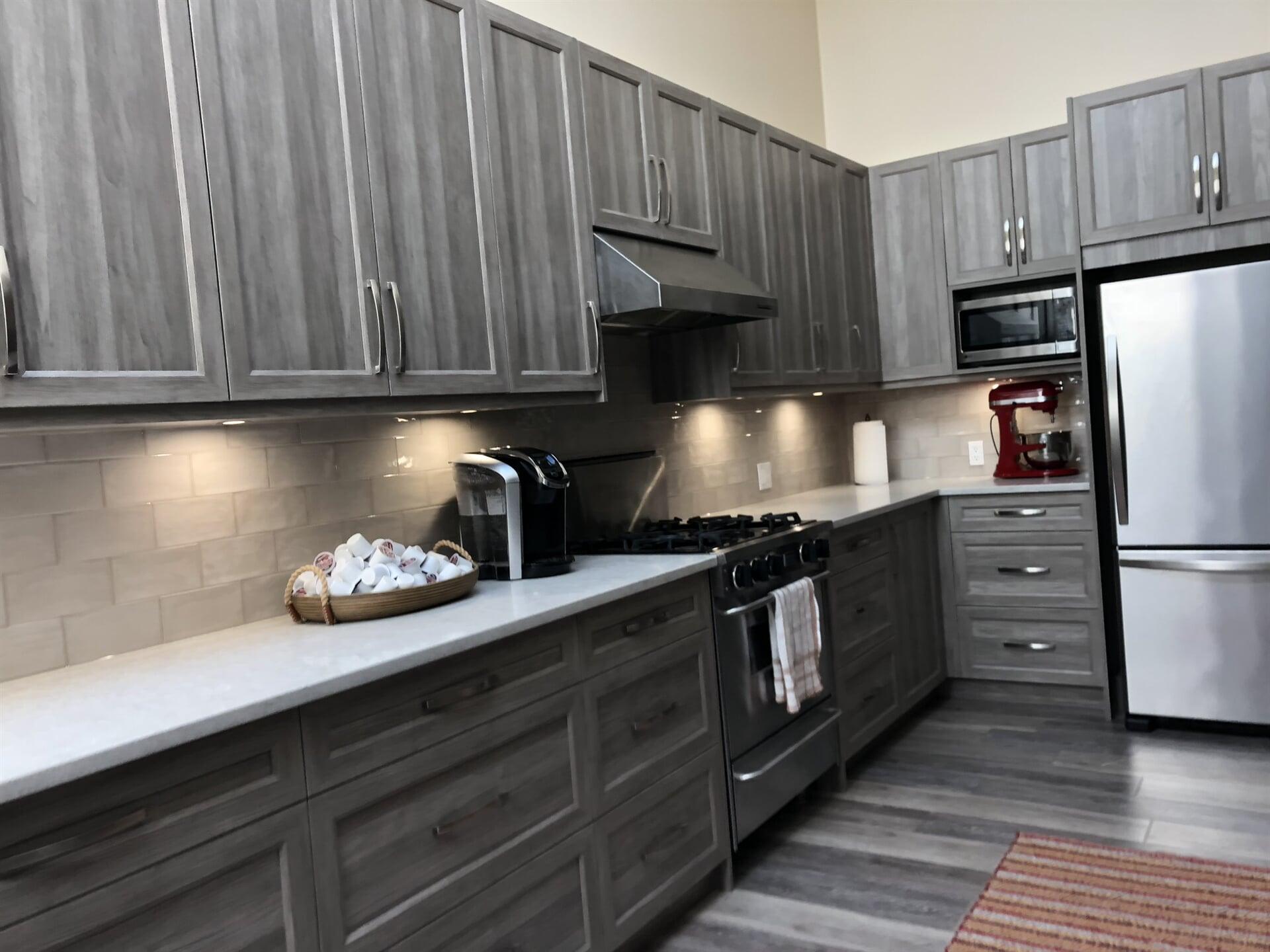 twin-oaks-woodworking-ltd-parksville-kitchen-cabinets-02