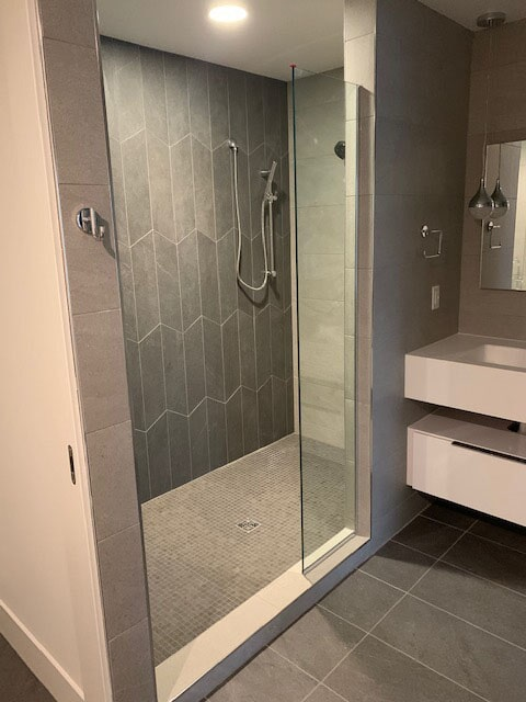 Cusyom shower tile in Osceola, IN from Comfort Flooring