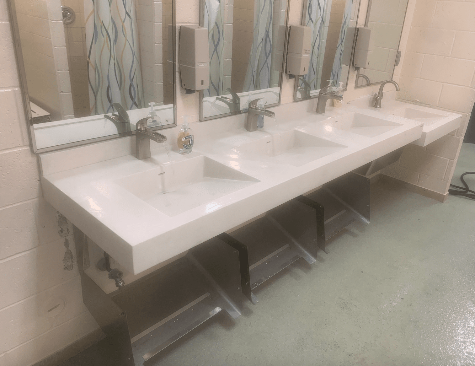 Commercial bathroom in Laurel, MD from FLOORMAX